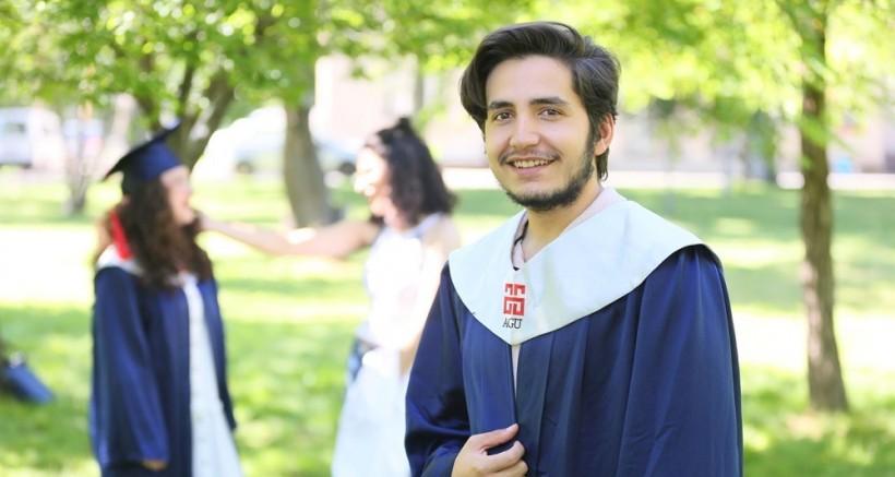 AGÜ'de mezuniyet heyecanı