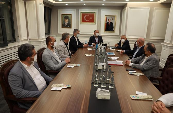 AK Parti Genel Başkan Yardımcısı Özhaseki, belediye başkanlarıyla bir araya geldi