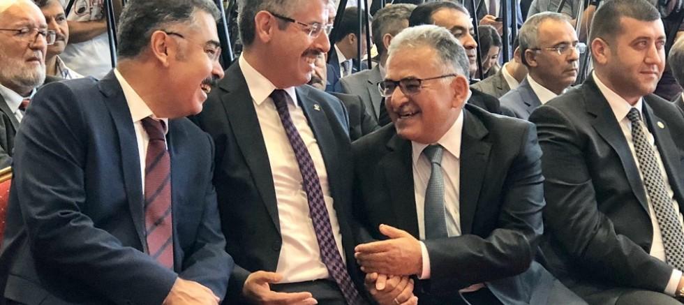 AK Parti İl başkanı Çopuroğlu, mobilya fuarının açılışına katıldı