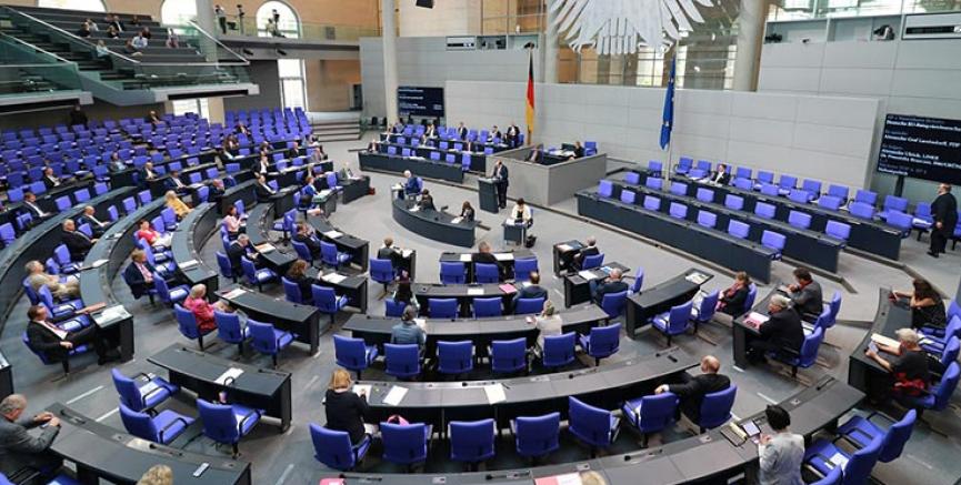 Almanya'da milletvekili maaşları pandemi nedeniyle düşüyor
