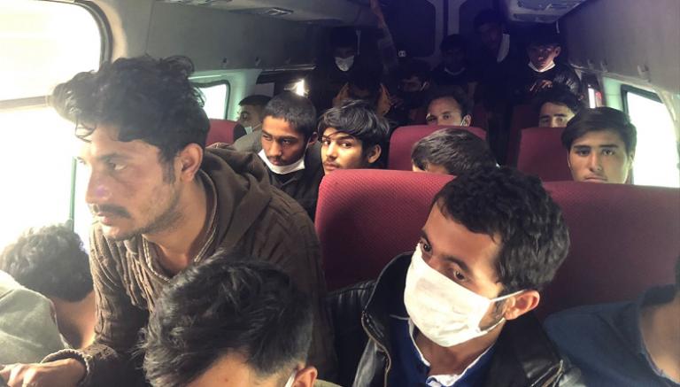 Ankara'da durdurulan üç minibüsten 36 kaçak göçmen çıktı