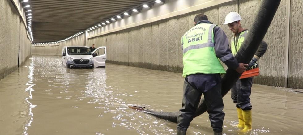 Başkent'te su taşkınları nedeniyle yoğun mesai
