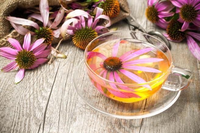 Boğazi tahrişine karşı limonlu su, karanfil ve ekinezya çayı