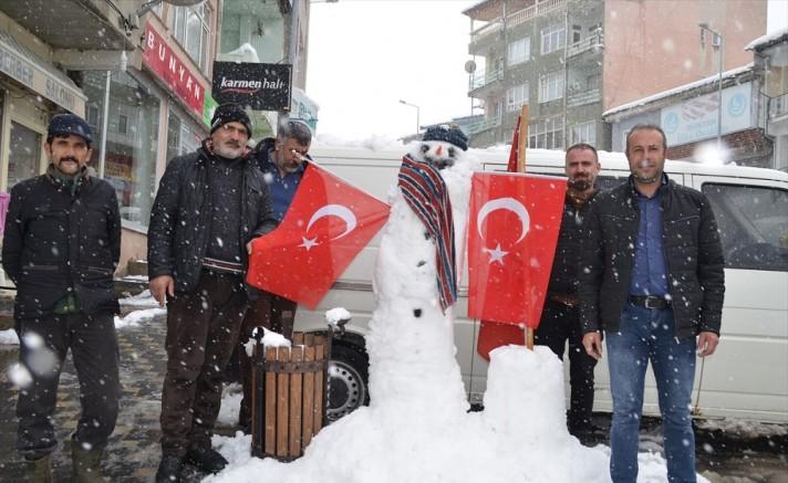 Bünyanlı esnaflardan kardan adam yarışması