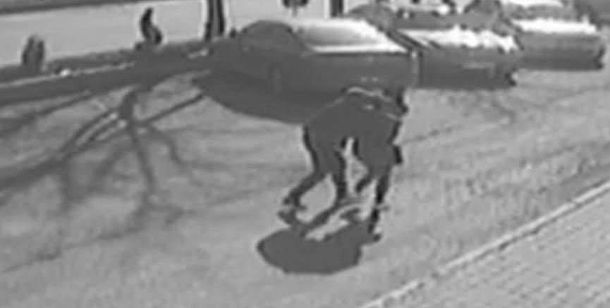 Erkek arkadaşının bıçaklayarak öldürdüğü kadının güvenlik kamerası görüntüleri ortaya çıktı