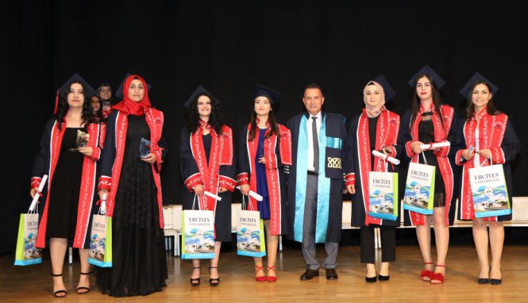 ERÜ Edebiyat Fakültesi Felsefe Bölümü, 3. dönem mezunlarını verdi