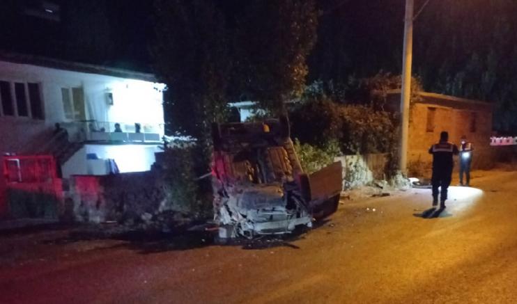 Feci kaza iki kamyonet çarpıştı 1 kişi öldü, 2 kişi yaralandı