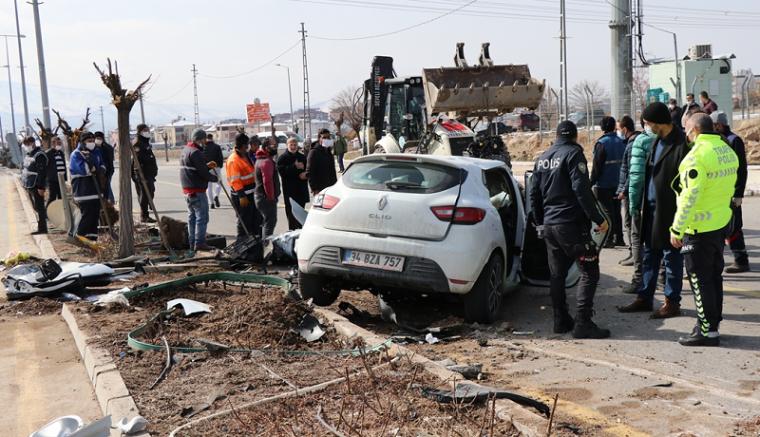 Feci kaza Kayseri'de iki otomobil çarpıştı: 1 ölü, 2 yaralı