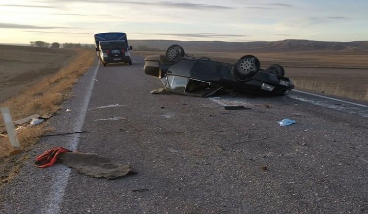 Feci kaza otomobil devrildi: 1 ölü, 1 yaralı