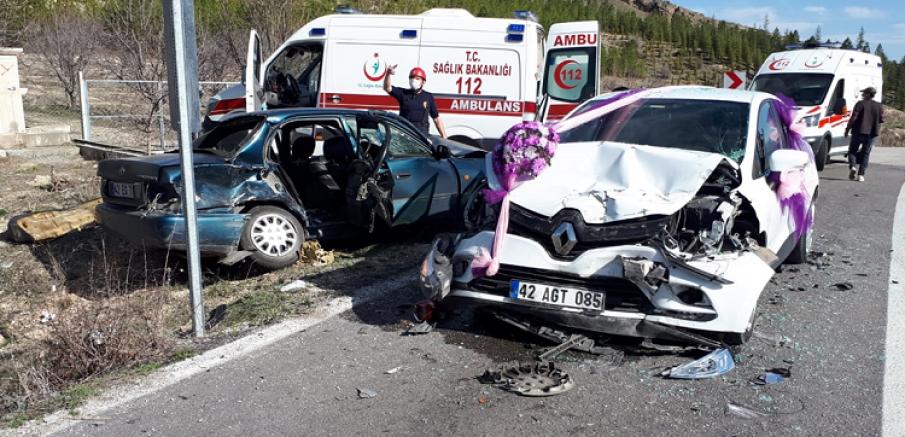 Gelin arabasının da karıştığı zincirleme trafik kazasında 7 kişi yaralandı