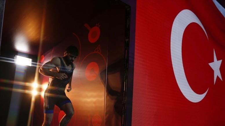 Grekoromen Güreş Milli Takımı Fransa'da şampiyon oldu