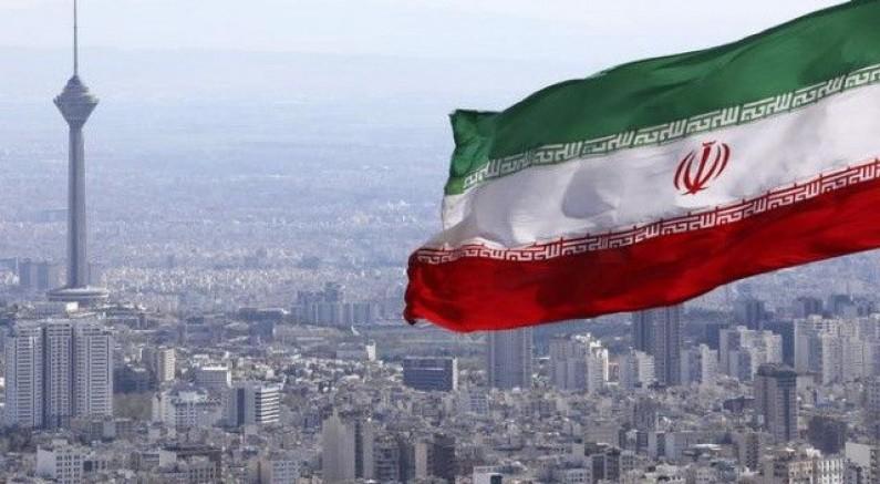 İran'da İş yerleri kapatılıyor, şehirler arası seyahat yasaklanıyor