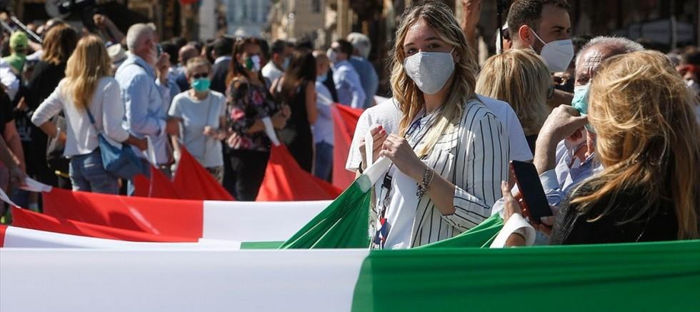 İtalya'da Kovid-19 'da rekor 24 saatte 16 bin 79 yeni vaka 136 kişi hayatını kaybetti