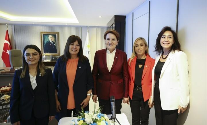 İYİ Parti Genel Başkanı Meral Akşener partililerle bayramlaştı