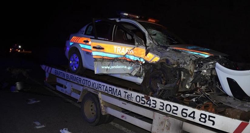 jandarma trafik aracı ile cip çarpıştı: 2'si uzman çavuş 4 yaralı
