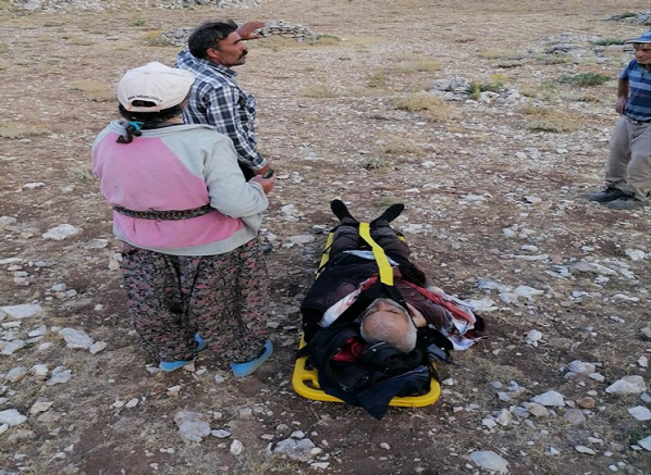 Kayalıklardan düşen çoban helikopterle kurtarıldı