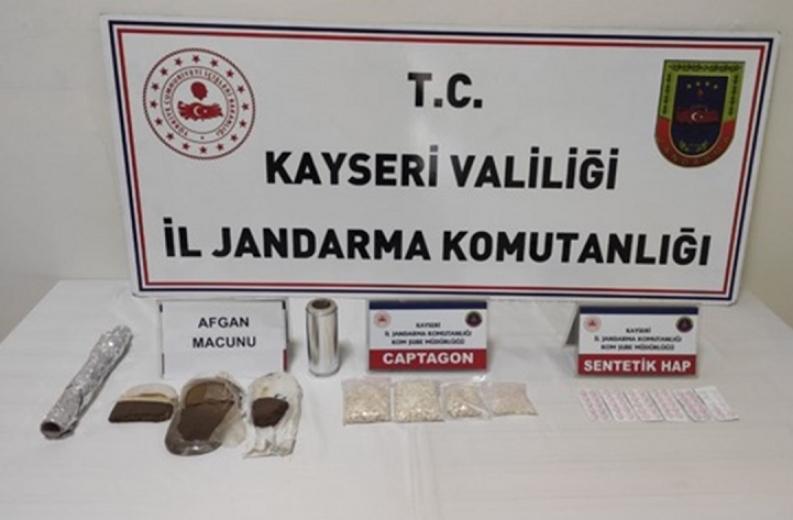 Kayseri'de 1458 sentetik uyuşturucu hap ele geçirildi