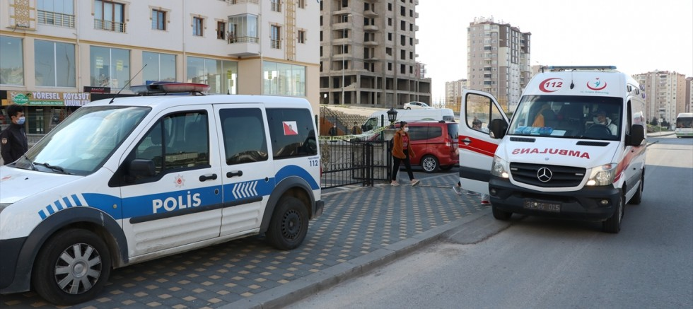 Kayseri' de 8 katlı bina karantinaya alındı