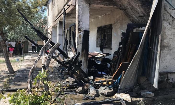 Kayseri'de annesini darbeden genç odunluğu ateşe vererek kaçtı