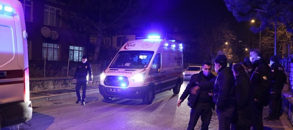 Kayseri'de bıçaklı kavgada 2 kardeş ağır yaralandı