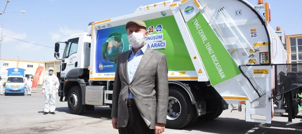 Kayseri'de çöp, pil ve evsel yağ atıklarını ayrıştıran araç hizmete sunuldu