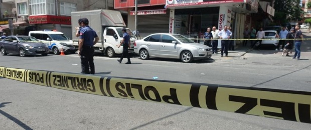 Kayseri' de Gelinini yakalayan polisi bıçakla yaraladı