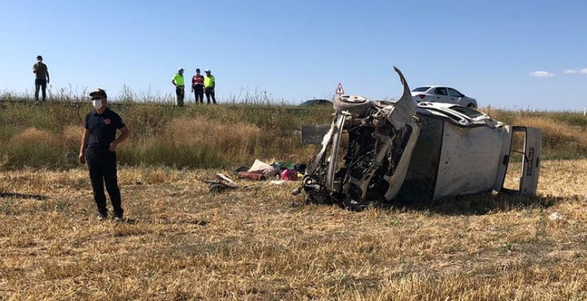 GÜNCELLEME - Kayseri'de hafif ticari araç şarampole devrildi: 3 ölü, 11 yaralı