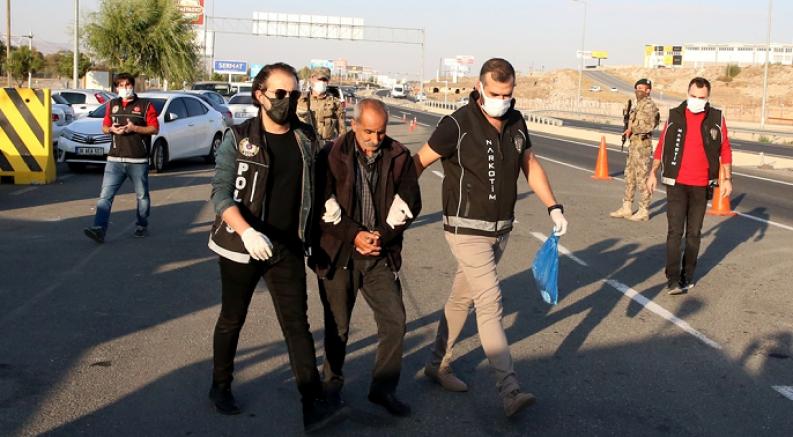 Kayseri'de hafif ticari araçta 15 kilogram eroin bulundu