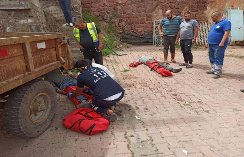 Kayseri'de hafriyat kamyonu araçlara ve evin duvarına çarptı: 5 yaralı
