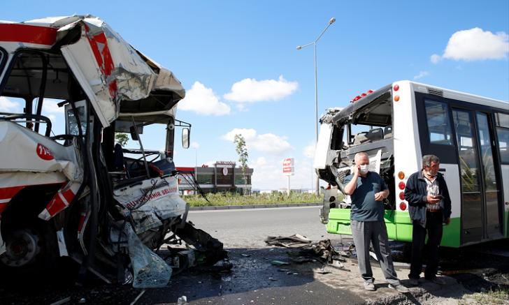 Kayseri'de halk ile belediye otobüsü çarpıştı 7 kişi yaralandı