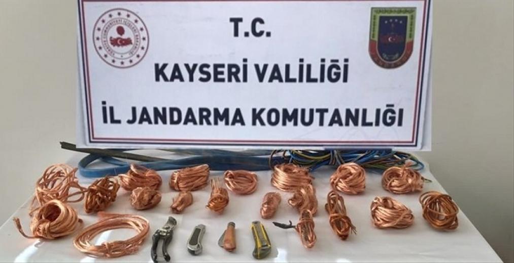 Kayseri'de kablo hırsızlığı iddiasıyla 2 şüpheli yakalandı