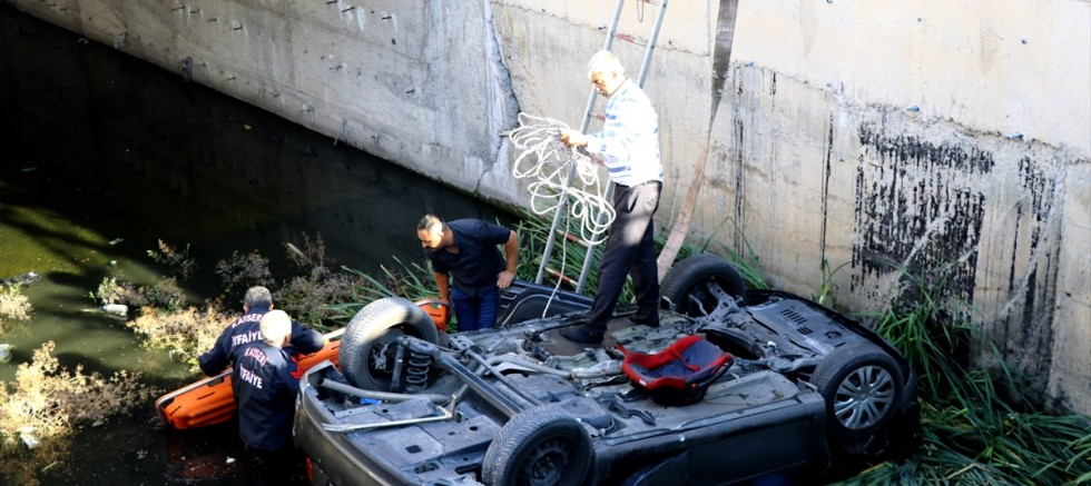 Kayseri' de kanala devrilen otomobilin sürücüsü öldü
