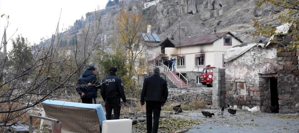 Kayseri'de kiracısının oturduğu evini ateşe verip kayalıklara çıktı
