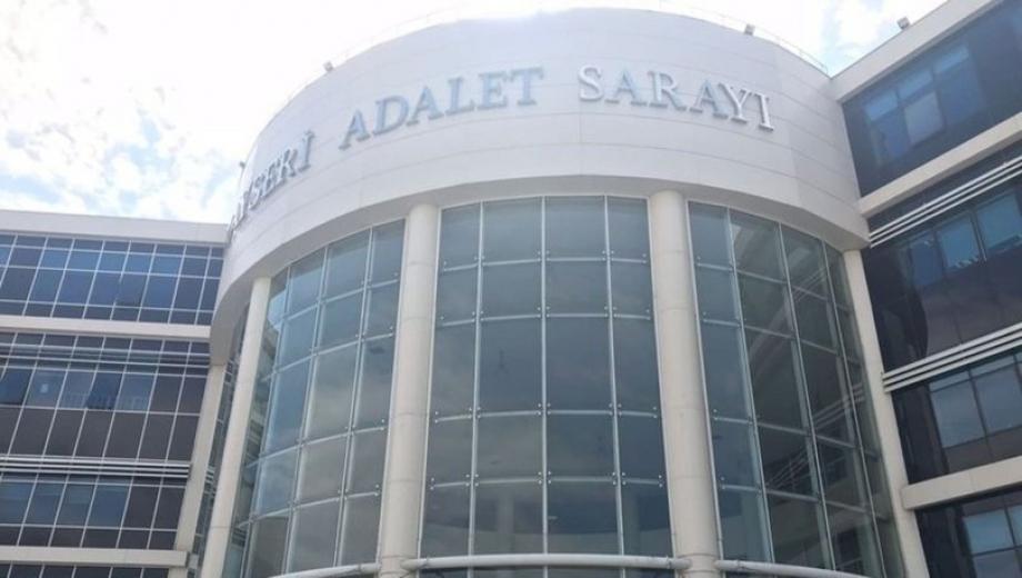 Kayseri'de kurusıkı tabanca ve bıçakla adliyeye girmeye çalışan kadın yakalandı