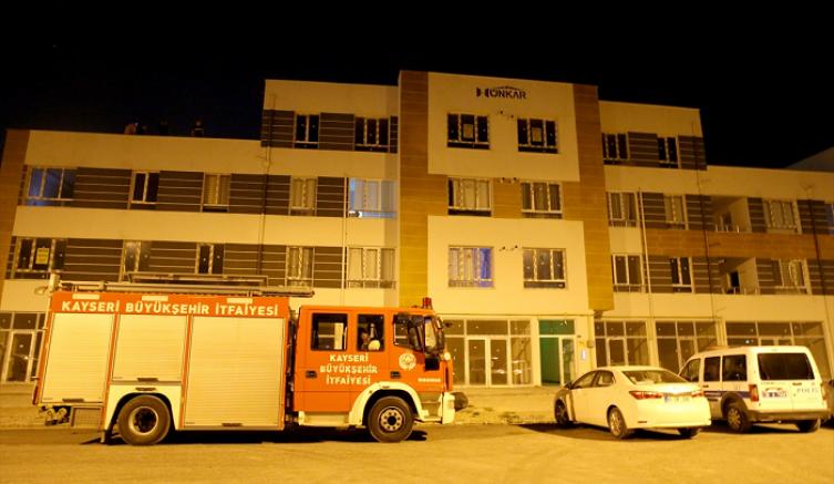 Kayseri'de misafir kaldığı eve havalandırma boşluğundan girmeye çalışan kişi sıkışarak öldü