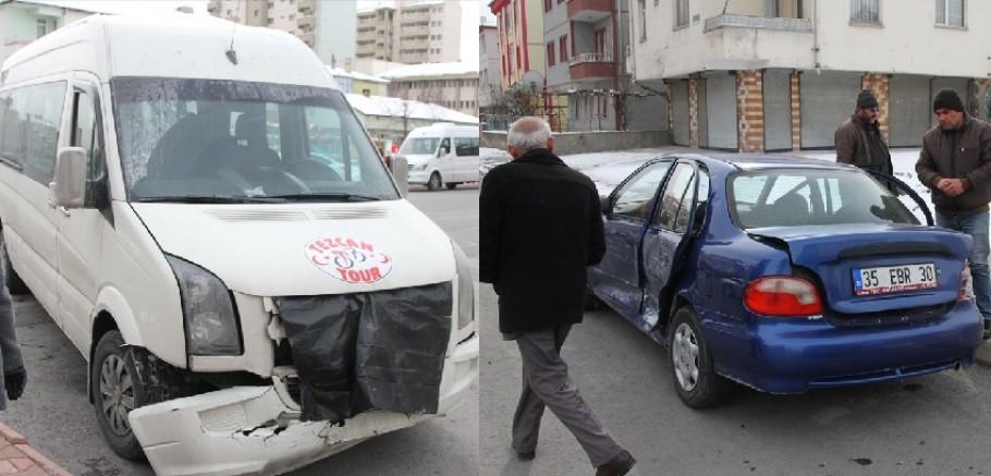 Kayseri'de öğrenci servis minibüsü ile otomobil çarpıştı: 5 yaralı