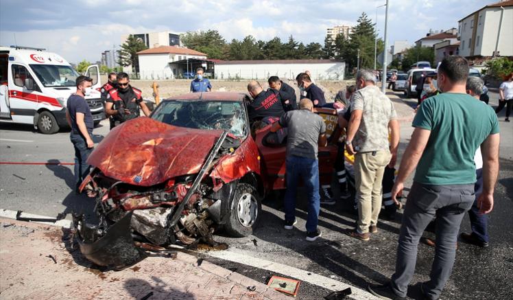 Kayseri'de polis aracıyla otomobil çarpıştı 2'si polis 5 kişi yaralandı