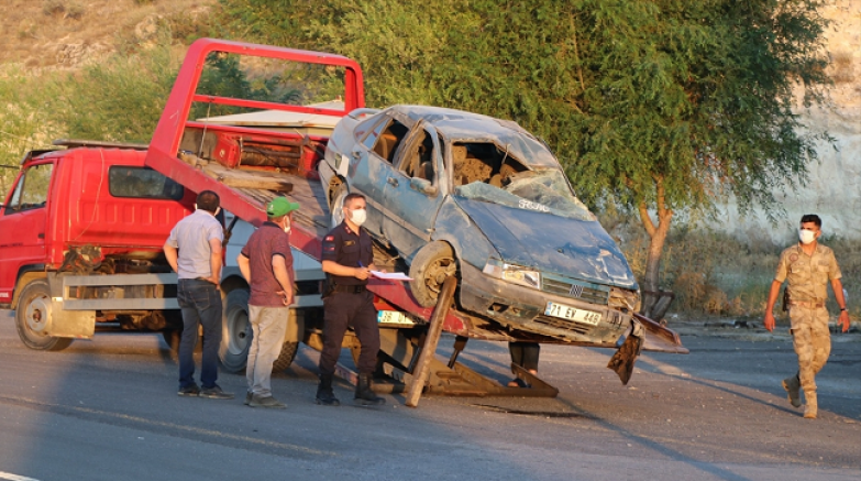 Kayseri'de refüje çarpan otomobil devrildi 5 kişi yaralandı