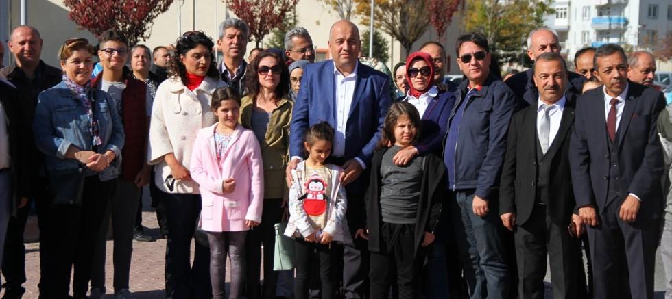 Kayseri' de  Tedavi gördükleri hastanenin bahçesine fidan diktiler