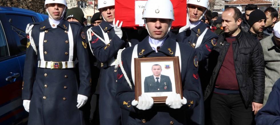 Kayseri'de trafik kazasında ölen asker ile kayınvalidesinin cenazeleri Çankırı'da defnedildi