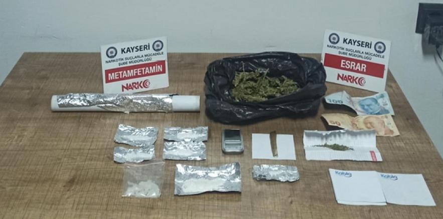 Kayseri'de uyuşturucu operasyonunda yakalanan 2 şüpheli tutuklandı