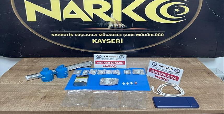 Kayseri'de uyuşturucu operasyonunda yakalanan 2 zanlı tutuklandı