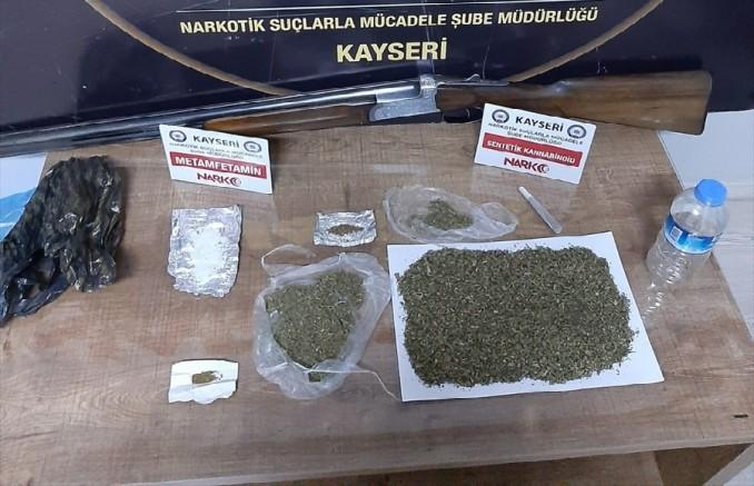 Kayseri'de uyuşturucu satan 3 zanlı yakalandı