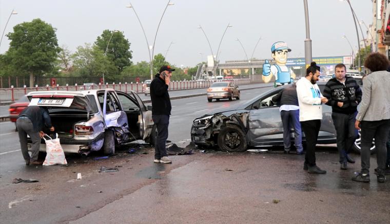 Kayseri'de zincirleme trafik kazası: 3 kişi yaralandı