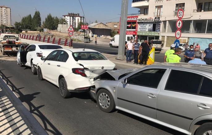Kayseri'de zincirleme trafik kazasında 8 kişi yaralandı