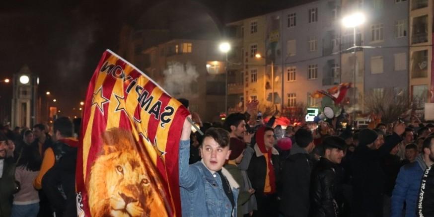 Kayseri' deki Galatasaray taraftarları derbi maçın ardından büyük sevinç yaşadı