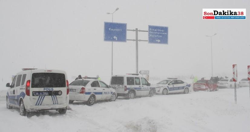 Kayseri-Malatya kara yolu ulaşıma kapatıldı