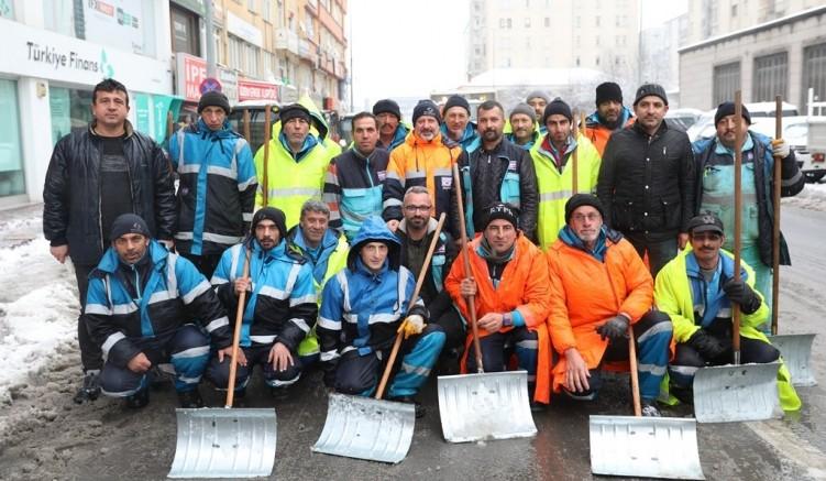 Kayseri'nin Kocasinan ilçesinde kar temizleme çalışmaları