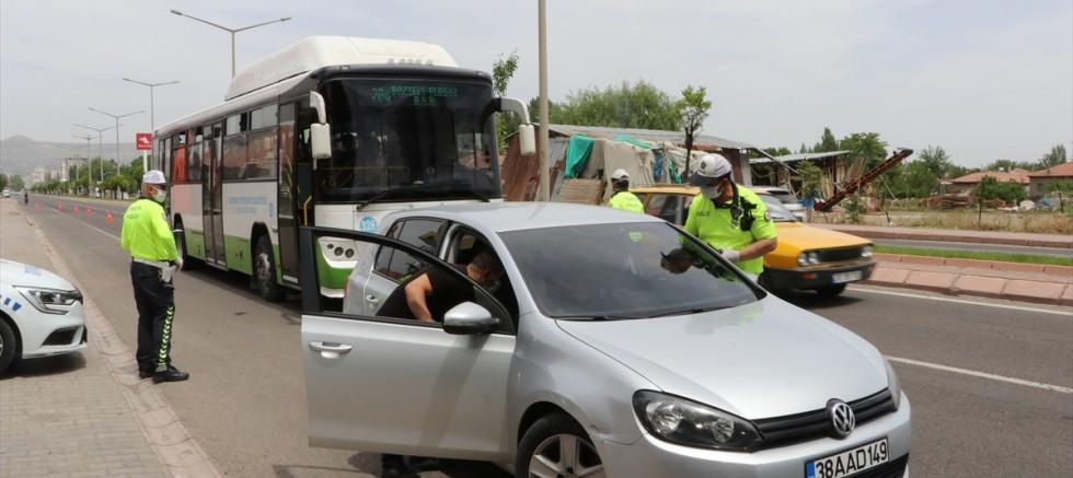 Kayseri polisi kent genelindeki denetimlerini sürdürüyor