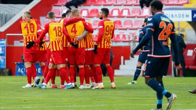 Kayserispor Medipol Başakşehir'i 2-0 yendi